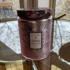 Voluspa - large candle in Japanese Plum Bl…